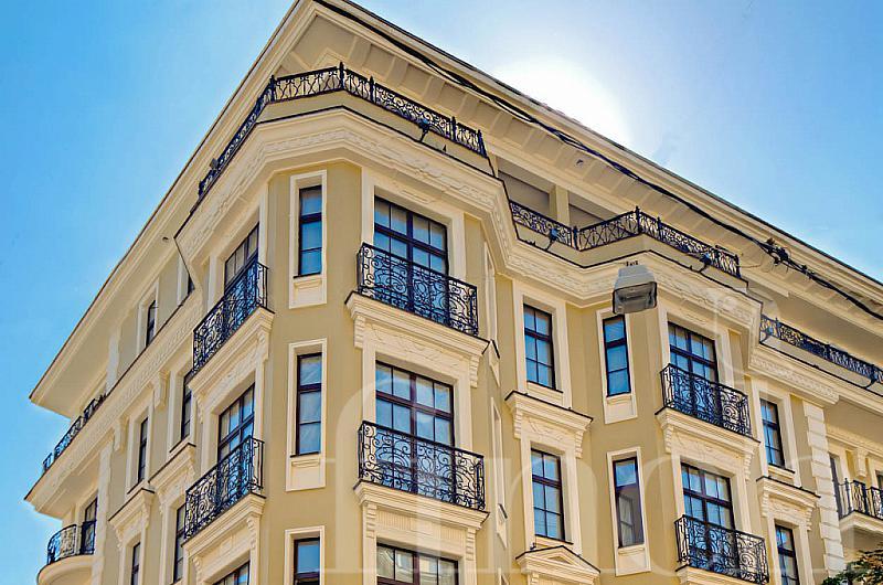 Properties Ventimiglia Naschokinsky 12